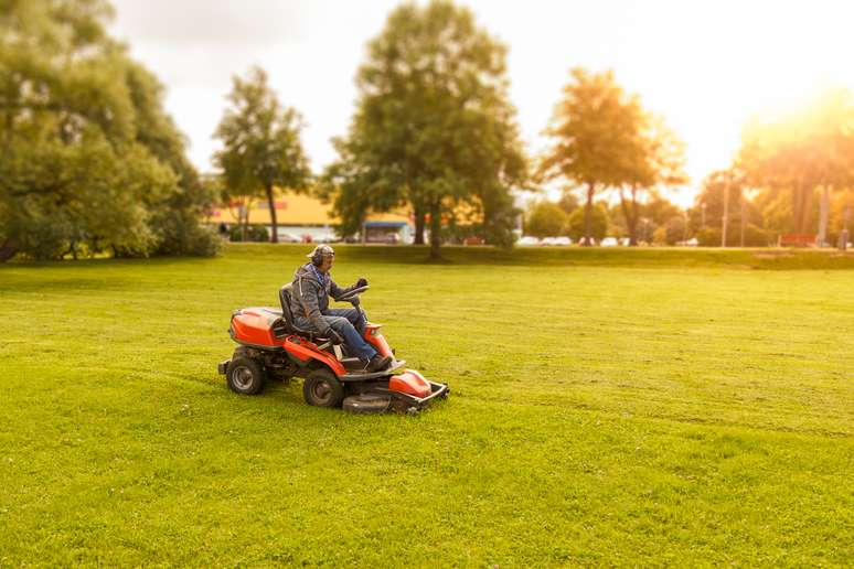 SIC Code 3524 - Lawn and Garden Tractors and Home Lawn and Garden Equipment
